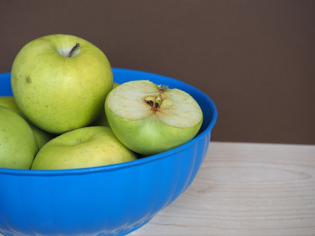 Granny smith apple fruit food in bowl