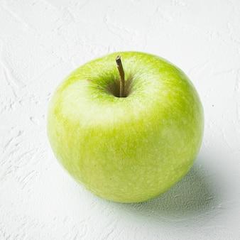 할머니 스미스 사과 세트, 흰색 돌 테이블 배경, 정사각형 형식