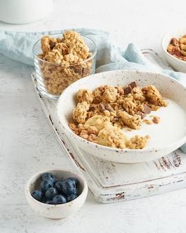 グラノーラ。朝食、オート麦フレークの健康的なダイエット食品
