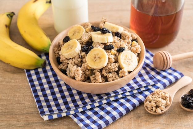 Granola with banana, raisin and milk