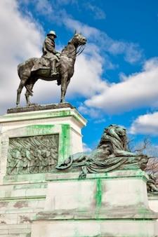 Grant cavalry statue
