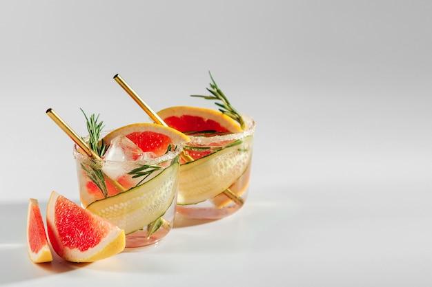 Коктейль из грейпфрута и огурца идеально подходит для весны или лета!