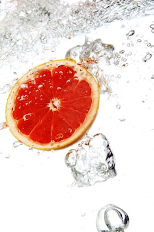 Grapefruit dropped into water