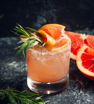 氷とグレープフルーツオレンジジュース