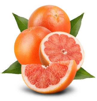 白い背景の上のスライスの詳細とグレープフルーツ