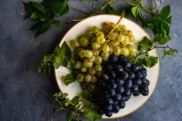 Grapes on the ceramic plate
