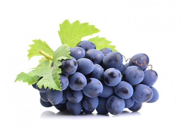 Виноград на белом