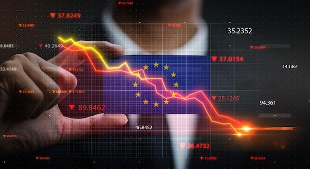 유럽 깃발 앞에서 아래로 떨어지는 그래프. 위기 개념
