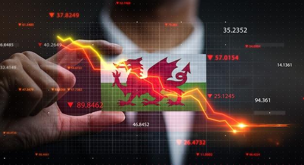 График падает перед флагом уэльса. концепция кризиса