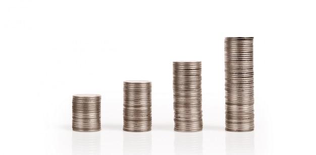 그래프 주식 시장. 스택에 동전 더미입니다. 투자 절약 개념