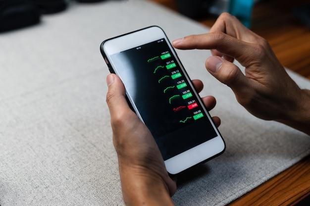 画面の携帯電話にグラフ貿易外国為替事業投資