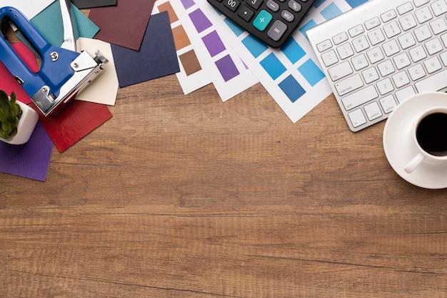 Ассортимент элементов графического дизайнера с копией пространства