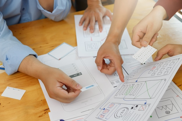 Graphic designers work together with ux ui