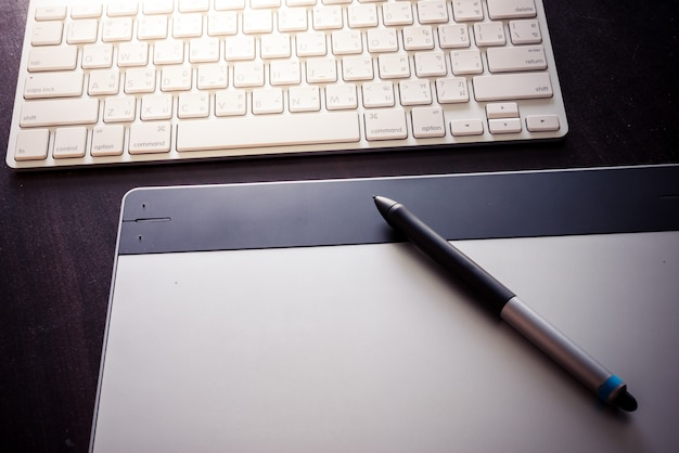 Graphic tablet with pen and keyboard