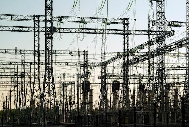 バックライト内の変電所のさまざまな構造のグラフィカルなシルエット