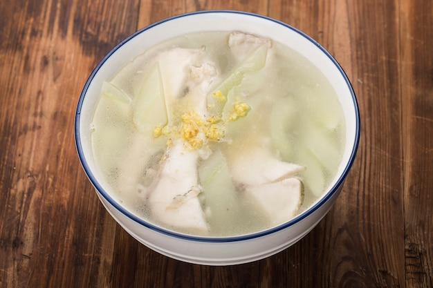 Grassの魚のスープ魚のスープ Premium写真