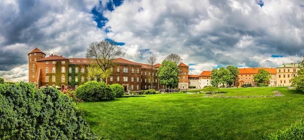 ヴァヴェル城の芝生、パノラマビュー