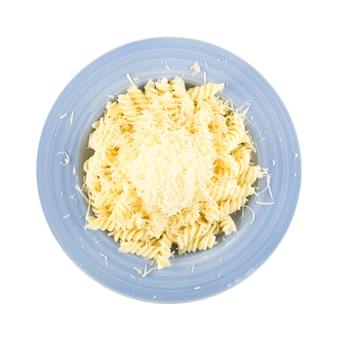 パスタにすりおろしたチーズ