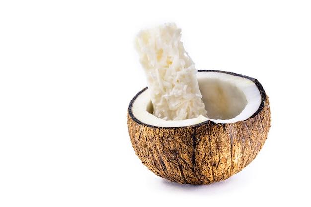 ブラジルの6月のお祭りの典型的なデザートである「コカダ」と呼ばれるブラジル産のすりおろしたココナッツキャンディー