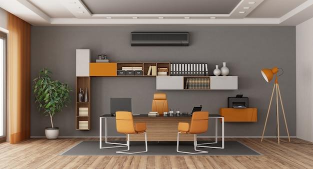 グレーとオレンジのモダンなオフィス