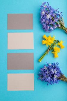 Серые визитки с весенними подснежниками, цветы, колокольчики, нарциссы