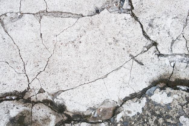 균열이 있는 회색 시멘트 바닥