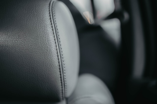 灰色の革の車のインテリア