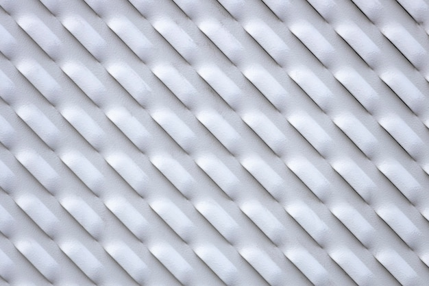 구멍이 있는 회색 금속판. 환기가 가능한 금속 벽. 고품질 사진