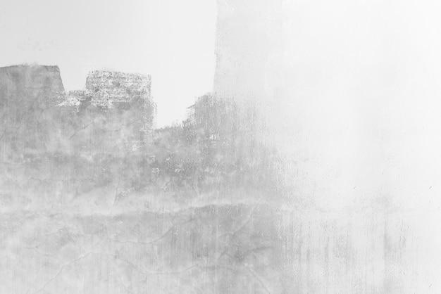 Dipinto di grigio su un muro bianco