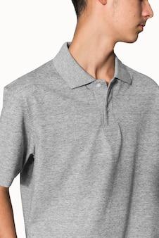 男の子の若者のアパレル撮影のための灰色のポロtシャツ