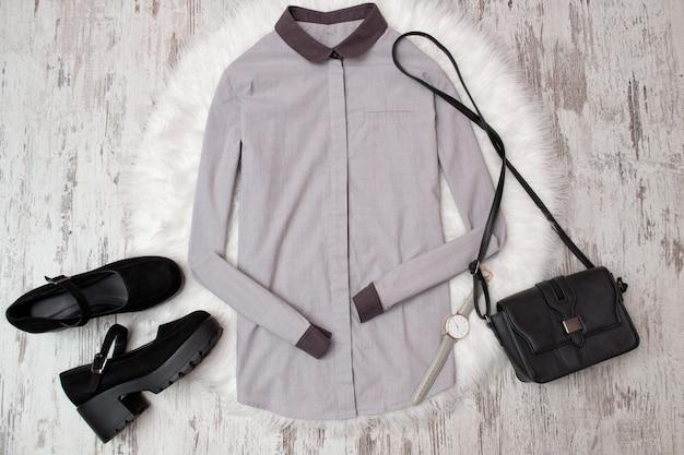 Gray shirt, black shoes and handbag