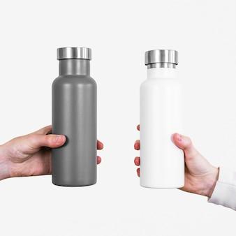 Bottiglie d'acqua grigie e bianche