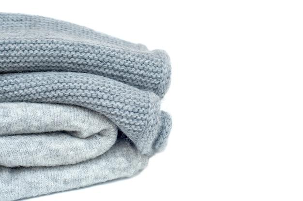 白の灰色の冬のスカーフ