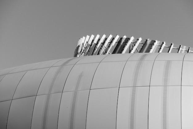 建物のグレースケール写真