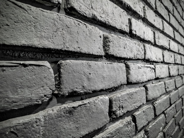 美しいレンガの壁のグレースケールショット-クールな背景に最適