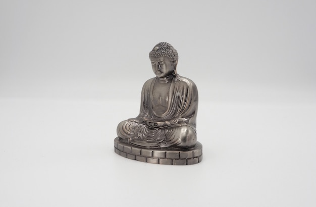 Великий будда или серебряная модель дайбуцу храма камакура в японии.