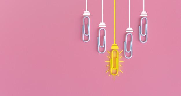 Концепция отличных идей с скрепкой, думая, творчеством, электрической лампочкой на сини, новой концепцией идей.