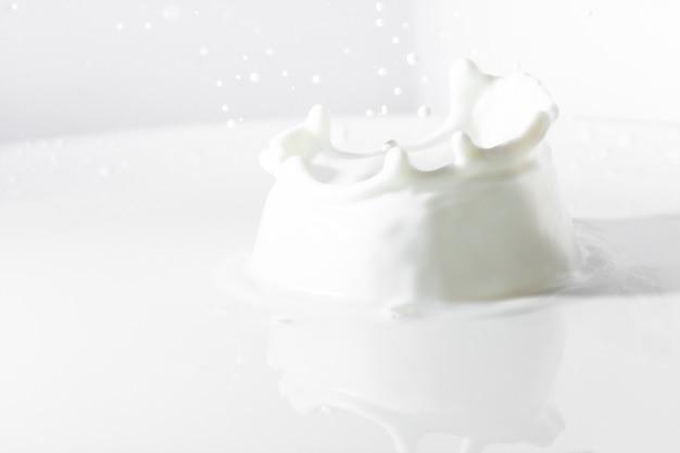 Grande spruzzata del latte