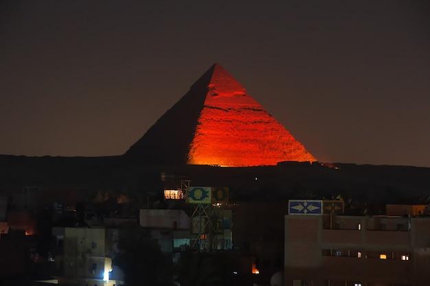 ギザカイロの古代エジプトの大ピラミッド