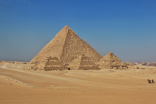 기자, 카이로에서 고 대 이집트의 위대한 피라미드