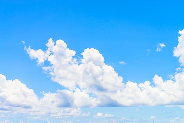 구름과 큰 하늘
