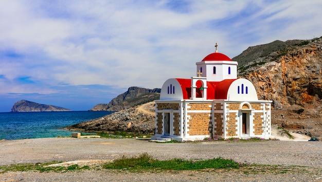 그리스. 크레타 섬의 바다 근처 작은 교회