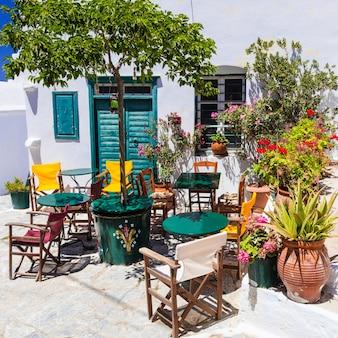 ギリシャ、伝統的なカフェバーとタベルナ、アモルゴス島