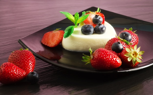 Greedy panna cotta with red fruits