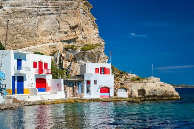 Греческая рыбацкая деревня клима на острове милос в греции