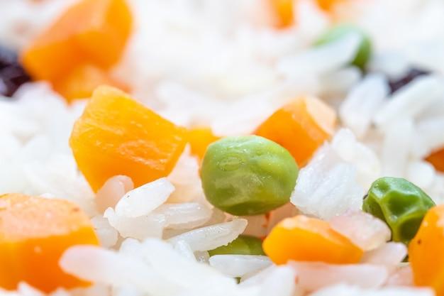 Греческий рис из бразильской кухни в макрофотографии