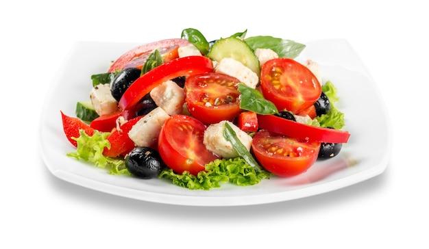 그리스 샐러드 - 죽은 태아의 치즈, 올리브, 야채, 흰색 절연