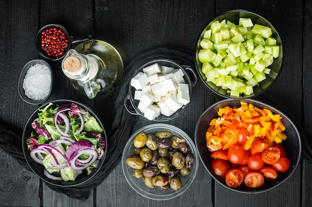 トマト、コショウ、オリーブ、フェタチーズのギリシャ風サラダ