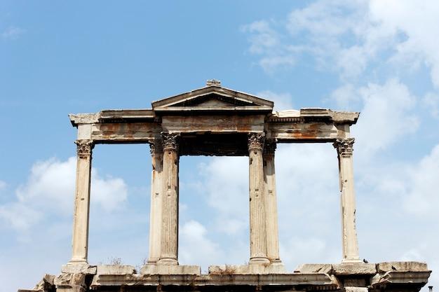 폐허에있는 그리스 사원 무료 사진