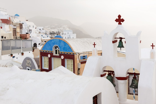 日の出サントリーニ島のギリシャの村